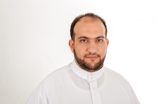 Feliz homem muçulmano árabe