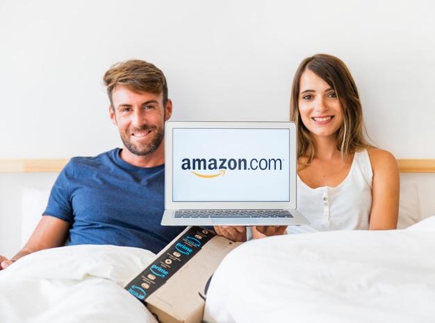 Feliz, homem mulher, cama, com, laptop