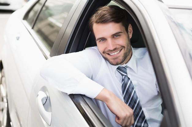 Feliz, homem negócios, sentando, em, assento motorista