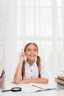 Feliz, inteligente, schoolgirl, tendo, idéia