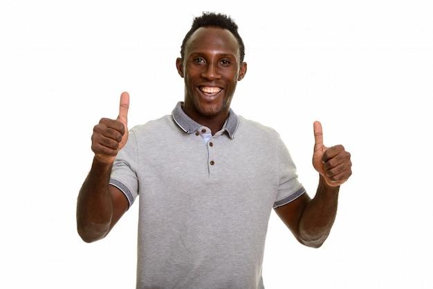 Feliz jovem negro africano desistindo polegares