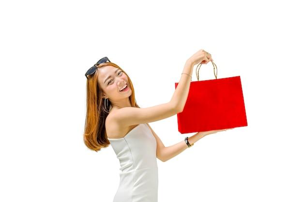 Feliz, menina asiática, desgastar, vestido branco, segurando, bolsas para compras, ficar