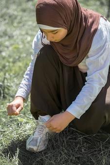 Feliz, muçulmano, menina, ao ar livre