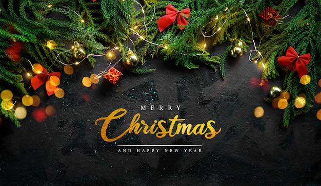 Feliz natal cartão em fundo preto com ramo de abeto, luz de natal e decoração