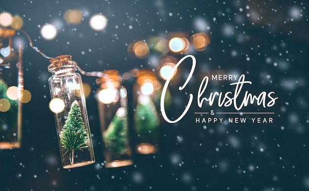 Feliz natal e feliz ano novo conceito, close-up, elegante árvore de natal na decoração do frasco de vidro.
