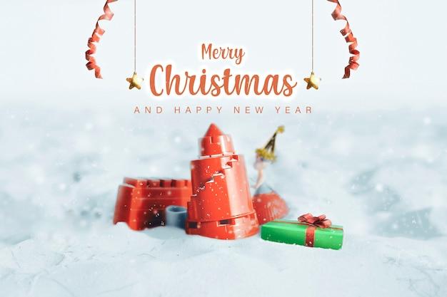 Feliz natal festivo e feliz ano novo, bloco do castelo e caixa de presente decoram na neve
