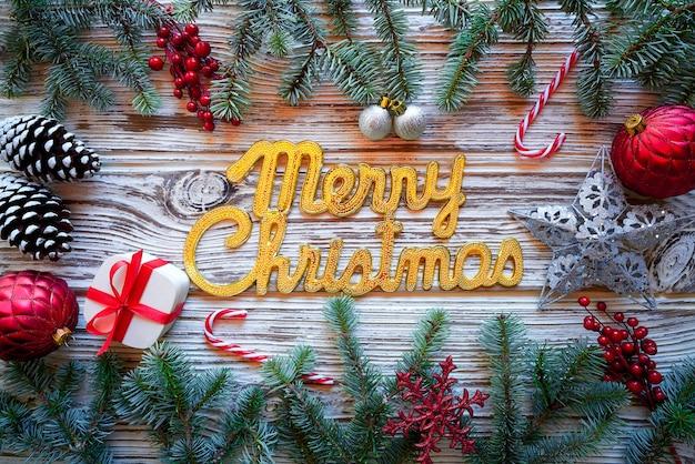Feliz natal soletrar palavra em madeira branca