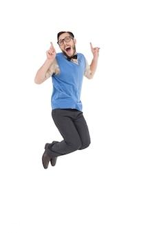 Feliz nerd pulando e apontando