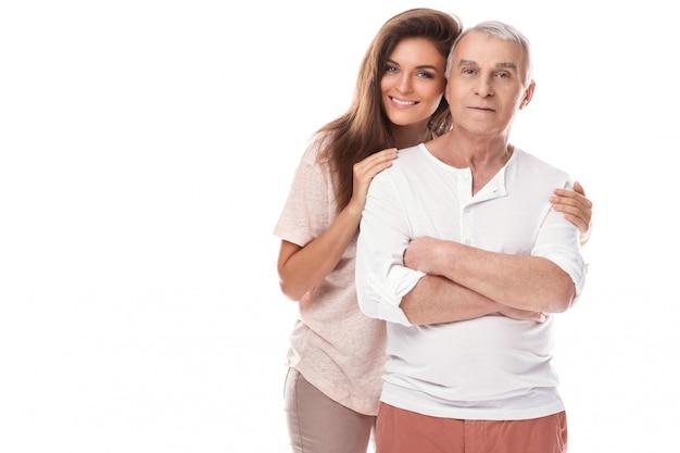 Feliz pai idoso e sua linda filha