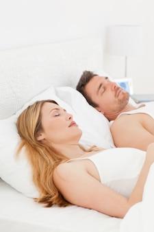 Feliz par em sua cama