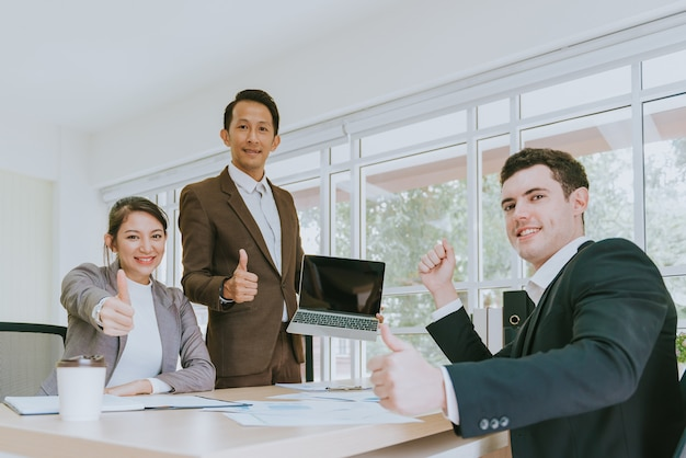 Feliz, pessoas negócio, mostrando, polegares cima