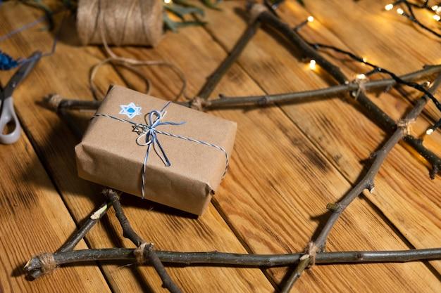 Feliz presente hanukkah e símbolo