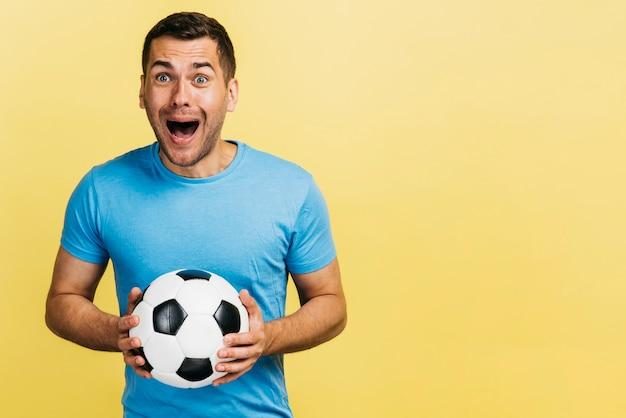 Feliz, segurando, um, bola futebol
