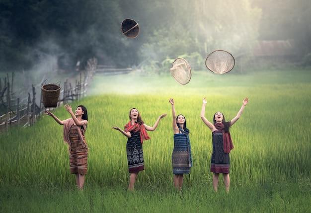 Feliz, tailandês, agricultor, mulher, em, tailandia, campo