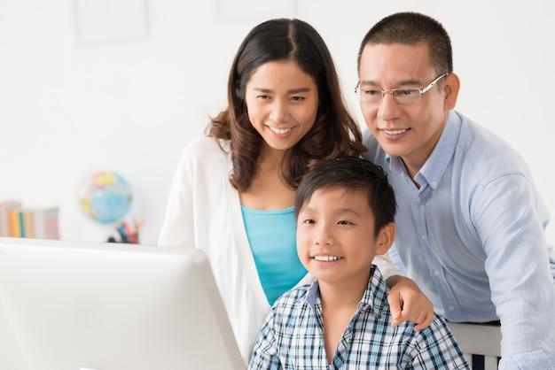 Feliz, vietnamita, família