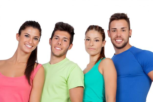 Felizes amigos com sportswear colorido isolado no fundo branco
