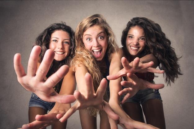 Felizes meninas animadas