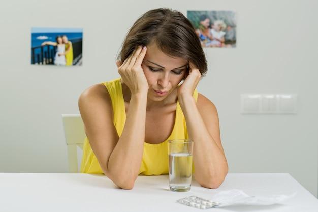 Fêmea adulta sofre de fortes dores de cabeça