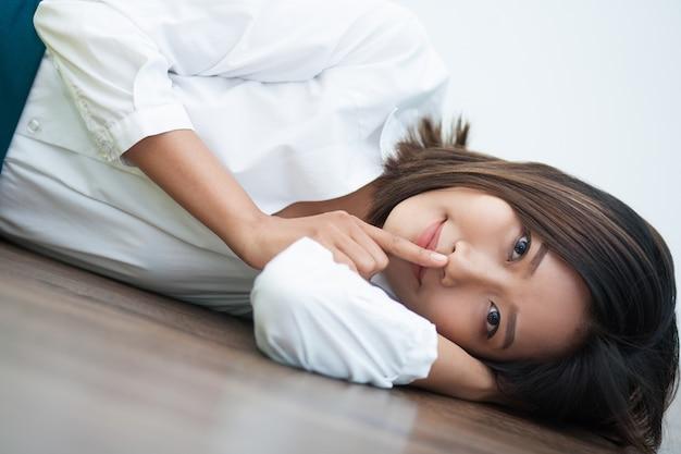 Fêmea bem sucedida gesto índice asiático