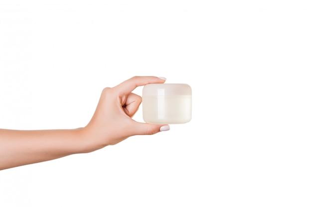 Feminino mão segurando o frasco de creme