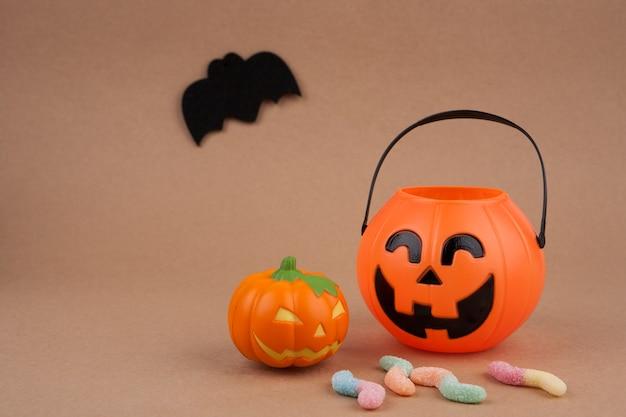 Feriado de halloween com abóbora e morcego