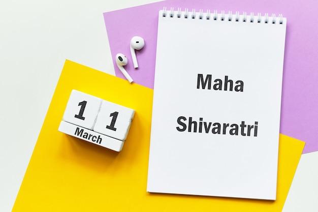 Feriado indiano maha shivaratri de março do calendário do mês de primavera.
