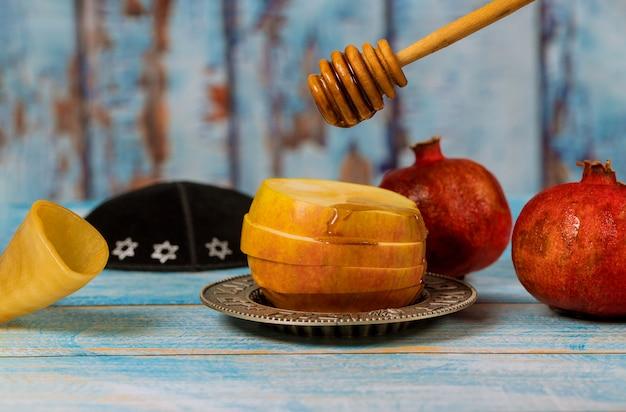 Feriado judaico rosh hashaná mel e maçãs com romã