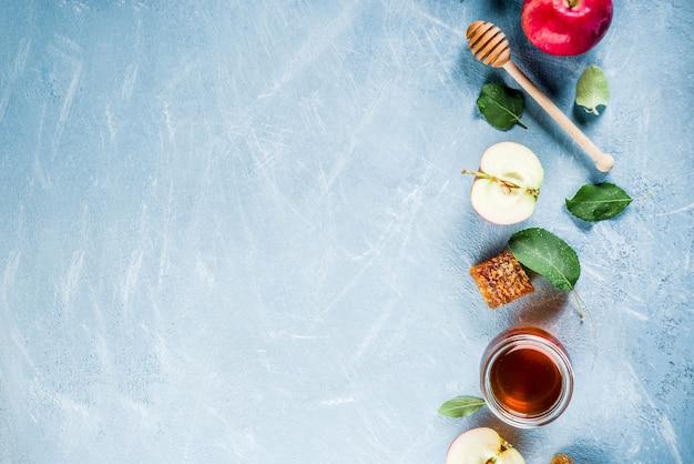 Feriado judaico rosh hashaná ou conceito de dia de festa de maçã, com maçãs vermelhas, folhas de maçã e mel