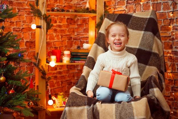 Feriados, presentes, natal, infância e pessoas conceito