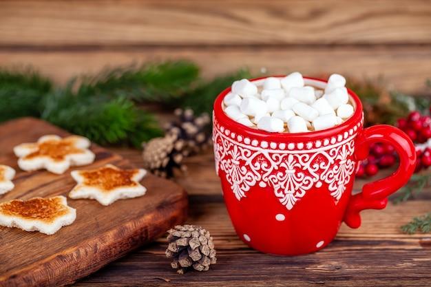 Férias de natal - copo com cacau e marshmallows na decoração de inverno