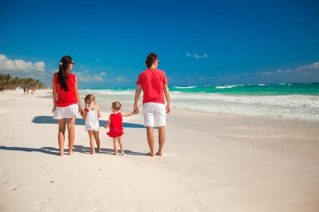 Férias de praia da família