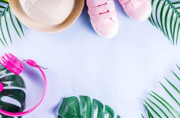 Férias de verão coloridas e férias flat-lay