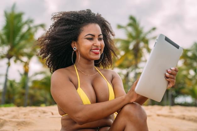 Férias de verão, tecnologia e conceito de internet