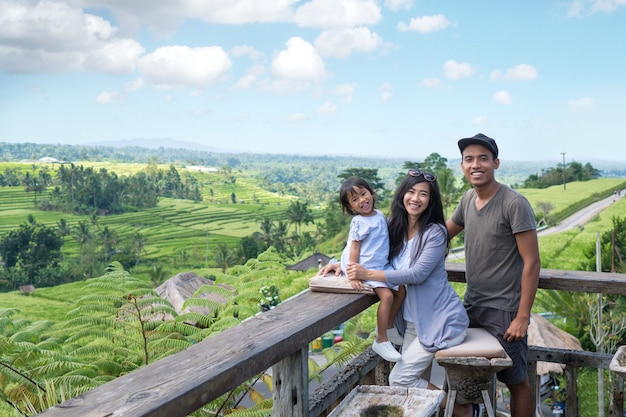 Férias em família desfrutando ilha tropical