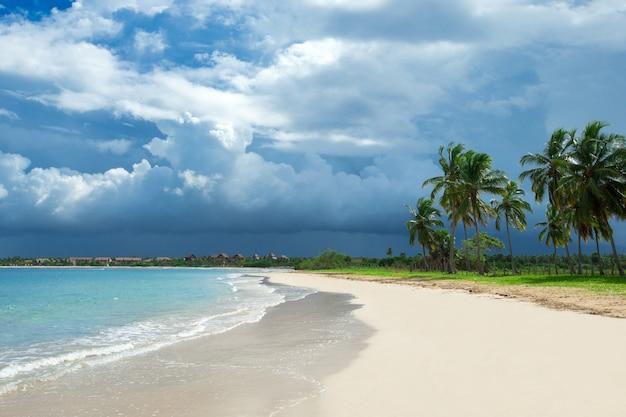 Férias nas maldivas, bela foto da praia paradisíaca nas ilhas maldivas