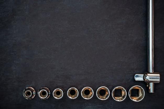 Ferramenta de artesão em cimento preto.