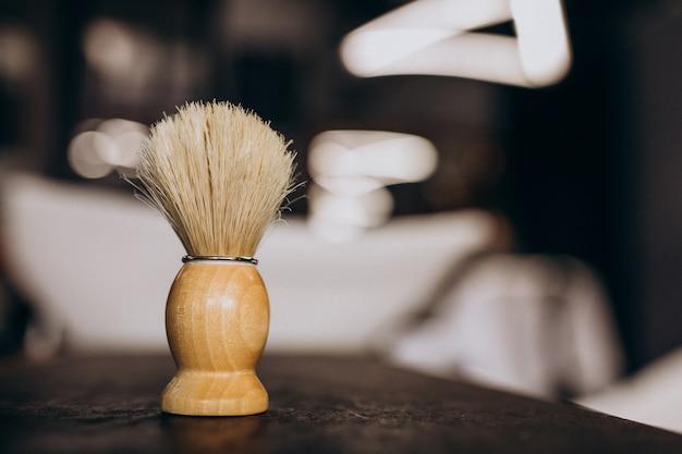 Ferramenta de barbear elemento escova, close-up em uma loja de berbere