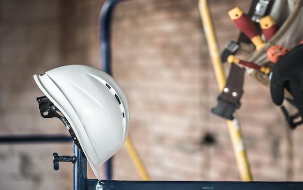 Ferramenta de construção de trabalho. acessórios de construtor. conceito de renovação de casa e casa.