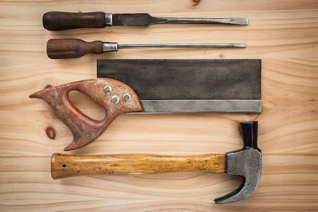 Ferramenta vintage antiga para carpinteiro trabalhando