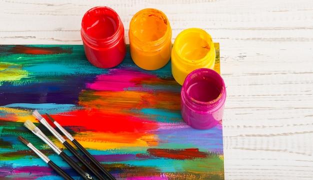 Ferramentas de arte e artesanato. itens para a criatividade das crianças.