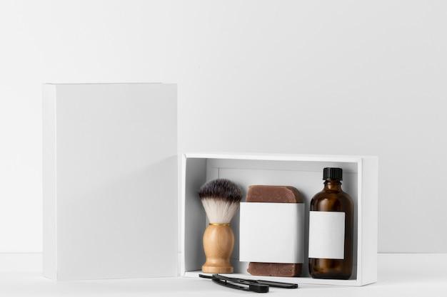 Ferramentas de barbearia de vista frontal com óleos