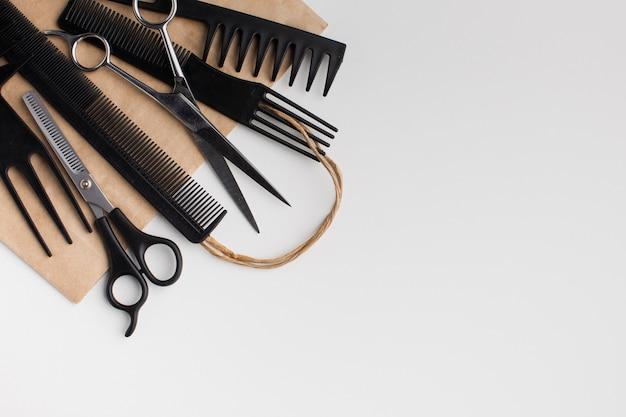Ferramentas de cabelo em configuração plana