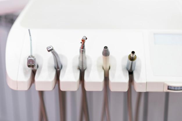 Ferramentas de cadeira de odontologia close-up