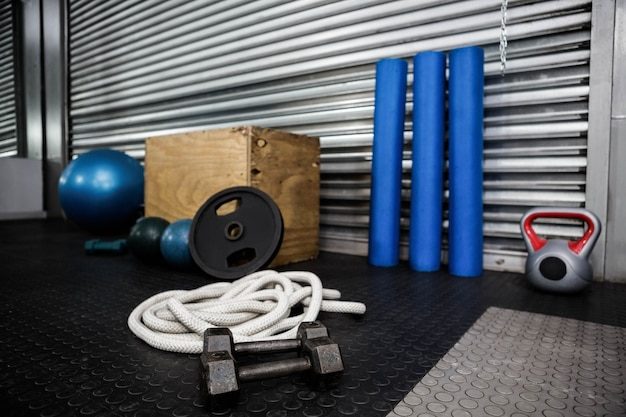 Ferramentas de fitness no ginásio crossfit