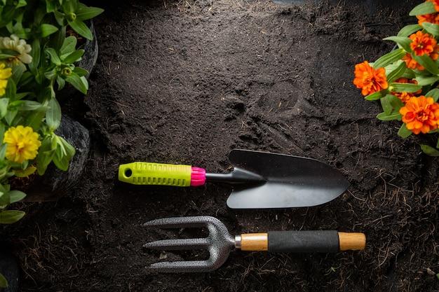 Ferramentas de jardinagem para iniciar o seu pequeno conjunto de agricultura de plantio de jardim