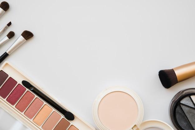Ferramentas de maquiagem e sombra