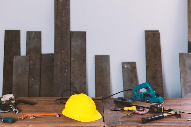 Ferramentas de máquinas para trabalhar madeira na carpintaria