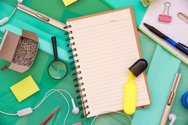 Ferramentas de objeto do office. conjunto de artigos de papelaria de escritório.