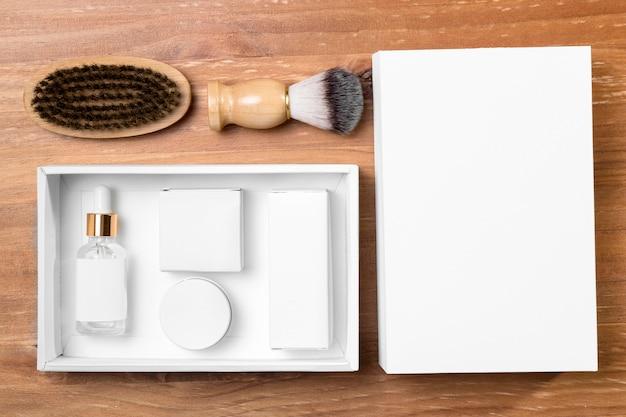 Ferramentas de preparação de barbearia com pente e escova
