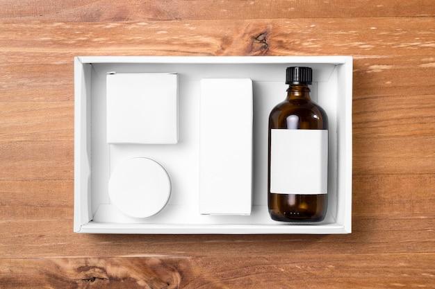 Ferramentas de preparação de barbearia e óleo em uma caixa